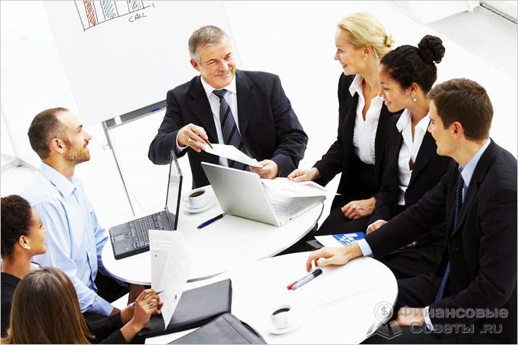 Решение о назначении директора принимается общим собранием